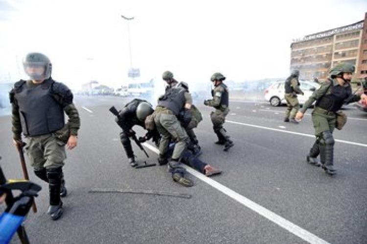 Represión del Gobierno contra los Trabajadores de la Linea 60 55b7fef71b864_750x500