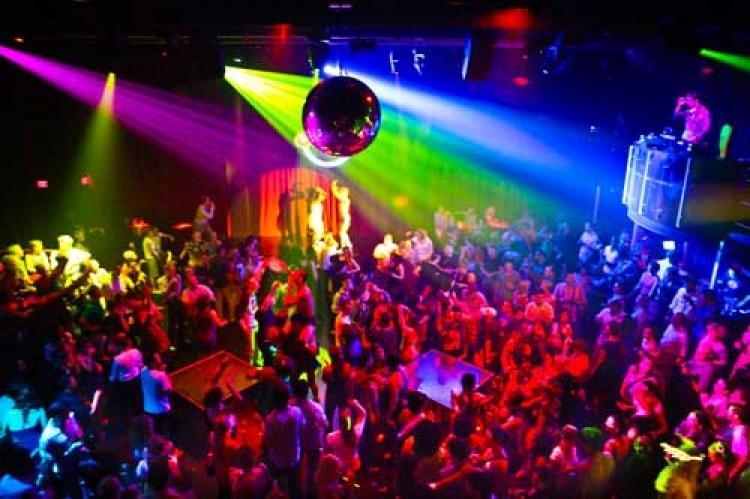 Prohíben fiestas y boliches en la Ciudad de Buenos Aires
