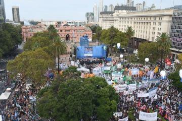 En un multitudinario acto, las CTA ratificaron el paro del 6 de abril
