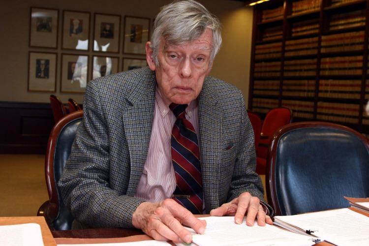 Griesa ordena a la Argentina acordar con otros cinco buitres