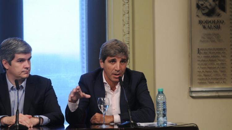 Denunciaron a Macri, Dujovne y Caputo por la deuda a 100 años