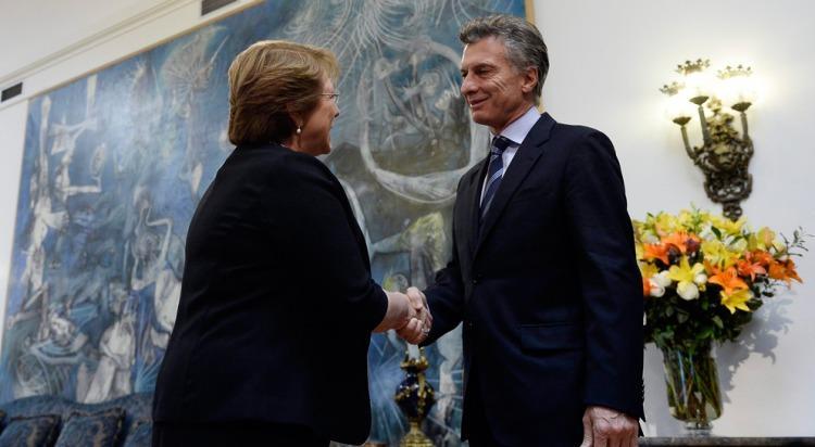 Uñac viaja a Chile con Macri