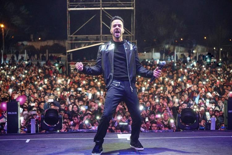 El pueblo argentino de Dolores paga $300000 para escuchar a Luis Fonsi