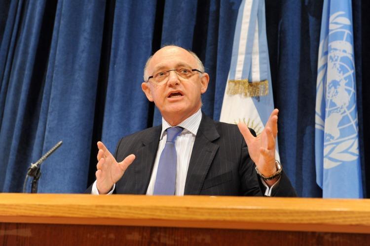 Dictan prisión preventiva para expresidenta Cristina Fernández por caso AMIA — Argentina