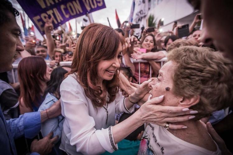 Cristina propone un bono que alcanza a casi 11 millones de ciudadanos