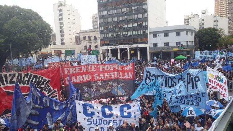 Trabajadores argentinos marchan contra políticas de Macri