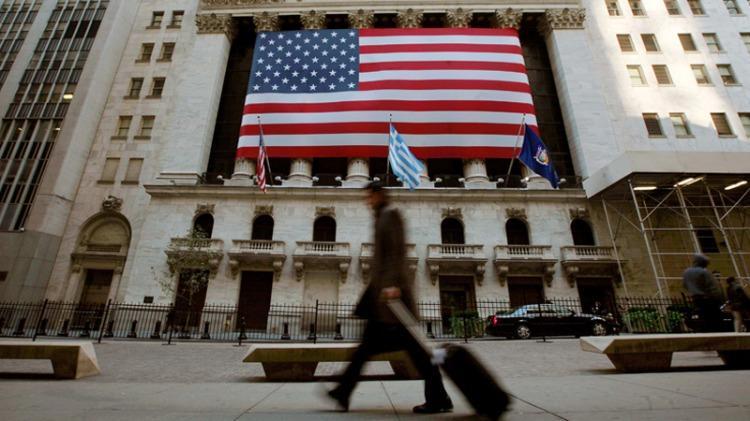 El dólar volvió a subir y algunos bancos lo vendieron a $25