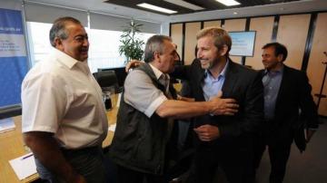 El Gobierno se reúne con la CGT con el objetivo de desactivar el paro
