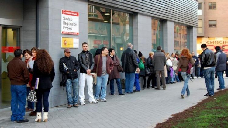 La desocupación trepó al 9,6%, el nivel más alto en 12 años