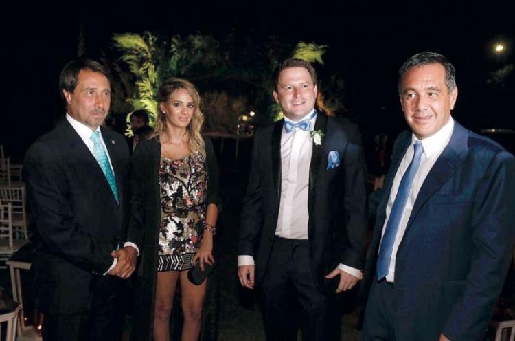 Feinmann junto a la ascendida Auat, con el ministro de Educación, Alejandro Finocchiaro, en la boca de Alex Campbell