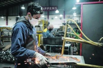 INDEC: la industria frenó la caída en junio, mejoró contra mayo y hasta registró subas interanuales en sectores