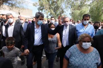 San Juan: Alberto Fernández recorrió las zonas afectadas por el terremoto y anunció la construcción de 1.800 viviendas