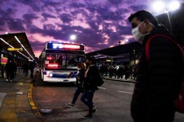 """¿Noches sin colectivos? Empresas anunciaron """"lockout"""" de actividades y el Ministerio de Transporte respondió con sanciones"""