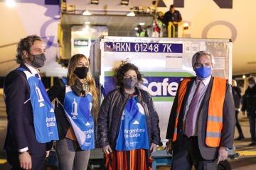 Llegó al país el vuelo con más de 930 mil nuevas dosis de vacunas AstraZeneca y Argentina superó las 20 millones