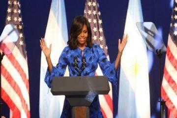 Michelle Obama halagó una ley contra la violencia machista pero el gobierno aun no le asignó presupuesto