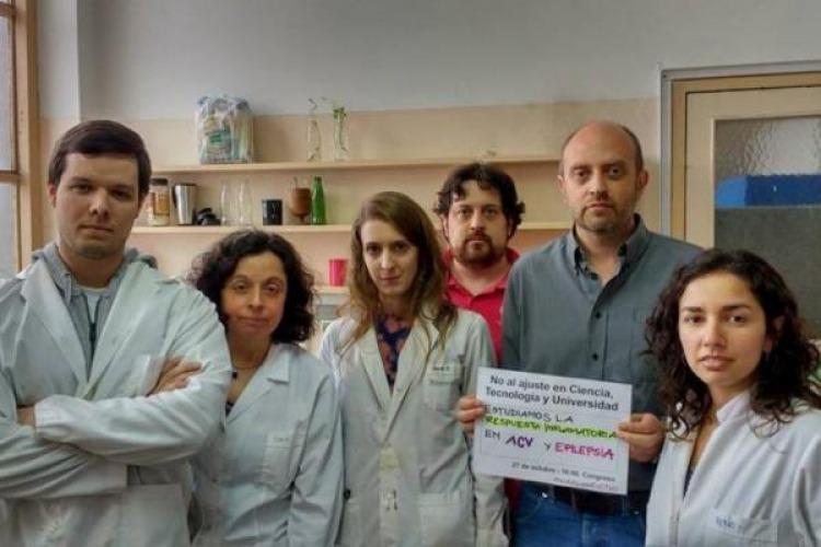 Científicos argentinos protestan contra ajustes del Gobierno