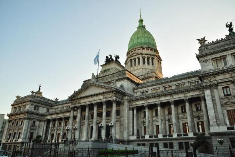 ONG pide al Congreso por los viajes de legisladores a EEUU
