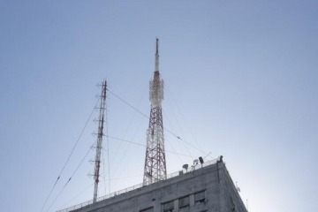 Oficial: las empresas de telecomunicaciones aumentaron los precios y bajaron la inversión