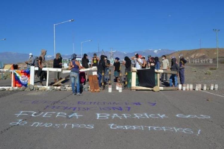 El bloqueo, antes de la represión. Foto: Facebook Encuentro Interterritorial de Jóvenes en Lucha.