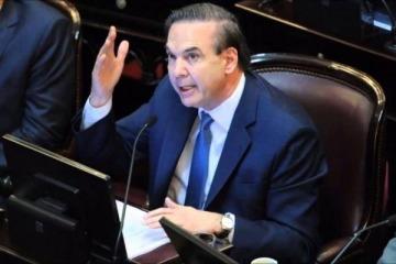 Pichetto propone una ley migratoria más dura y restrictiva