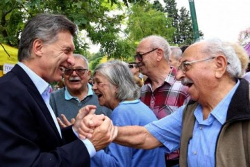 Tras el escándalo con Anses, Macri visita un centro de jubilados en tierra de los Rodríguez Saá
