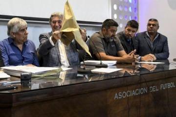 Es oficial: Hay tres ofertas para manejar los derechos de TV del fútbol argenino