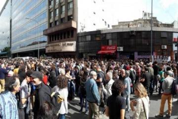Una multitud se concentró frente al INCAA, en defensa del cine nacional