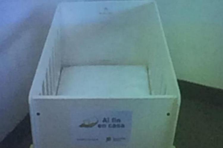 Foto del moisés entregado por el programa de Vidal.