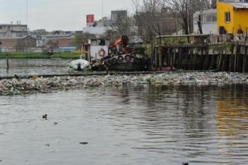 Más contaminación para el Riachuelo: Acumar autorizó el vertido de sustancias que estaban prohibidas