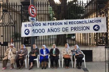 """Las Madres se plantaron frente al Episcopado en rechazo a la propuesta de """"reconciliación"""""""