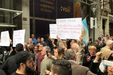 Grupos pro-represores fueron recibidos en el ministerio de Justicia y la policía reprimió a trabajadores que protestaban en su contra