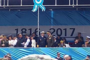 El Gobierno confundió la fecha de la Revolución de Mayo y puso 1816 en vez de 1810 en la bandera del palco oficial del desfile militar