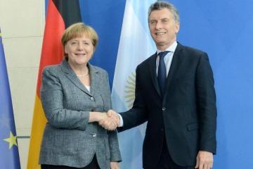 Con un gran operativo de seguridad, Merkel llegó al país