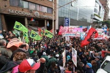 Séptimo día de paro de colectivos en Córdoba: el intendente ratificó despidos y anunció plan de emergencia