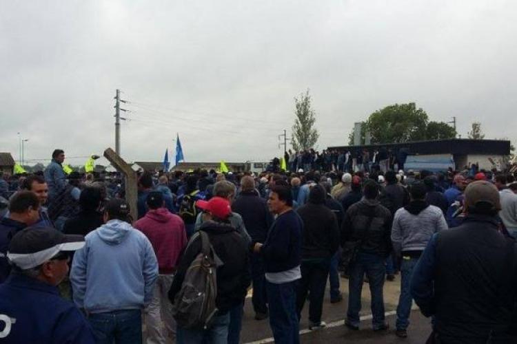 Cristina visitó a los trabajadores despedidos de Atucha en Zárate
