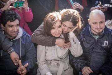 Cristina Kirchner visitó el acampe de los despedidos de Atucha
