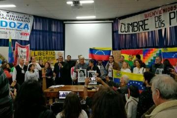 """Apoyo a la Venezuela de Maduro y libertad a Milagro Sala, los consignas de la """"Contracumbre"""" del Mercosur"""
