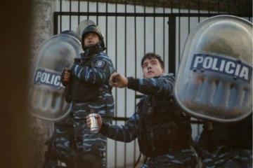 """Ritondo premió con un """"ascenso extraordinario"""" a la policía herida durante la violenta represión en Pepsico"""