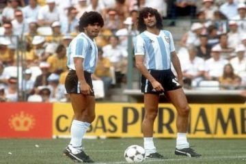 Maradona defendió a Maduro y lo cruzaron Kempes y Capriles