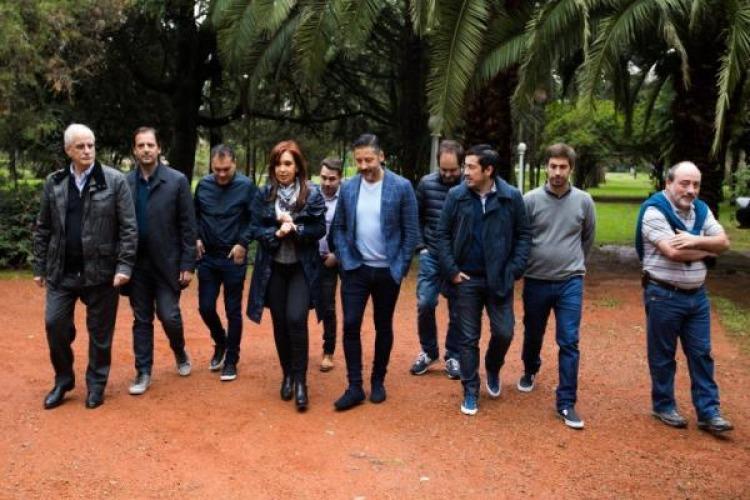 El distendido encuentro de CFK con intendentes, tras el llamado a indagatoria