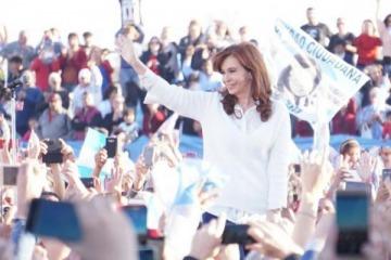 """Cristina Kirchner: """"Jorge Taiana tiene que ser el tercer senador de la Provincia"""""""