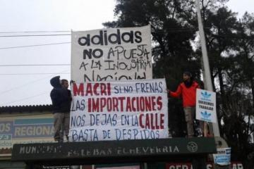 Por el incremento en las importaciones, Adidas tuvo que despedir más de 100 empleados