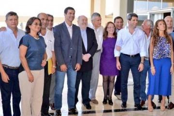 Pacto fiscal: los gobernadores realizaron una cumbre y Macri mandó a un ministro de urgencia