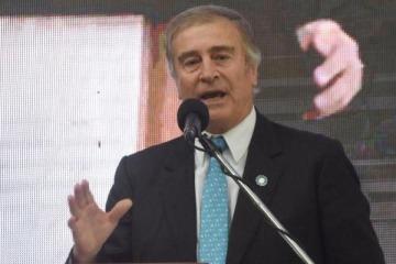 El ministro de Defensa vuelve al país tras filtrase la desaparición del submarino