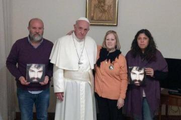 """El Papa recibió a la familia de Santiago Maldonado: """"Se comprometió a acompañar el reclamo por verdad y justicia"""""""