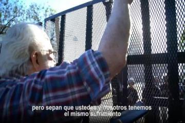El desesperado pedido de un jubilado a la policía para que frene la represión