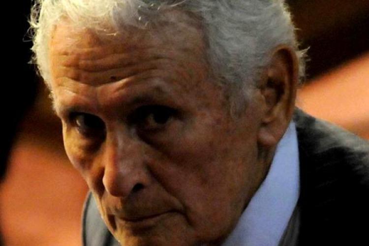 Le otorgaron prisión domiciliaria — Etchecolatz a casa