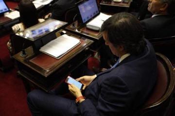 La insólita búsqueda de Esteban Bullrich en internet mientras hablaba Cristina Kirchner