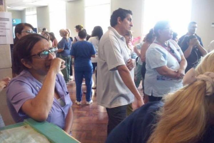 Anuncian 120 despidos en el Hospital Posadas con presencia policial