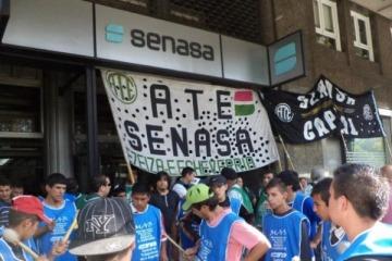 Trabajadores del Estado marchan para reclamar por la ola de despidos